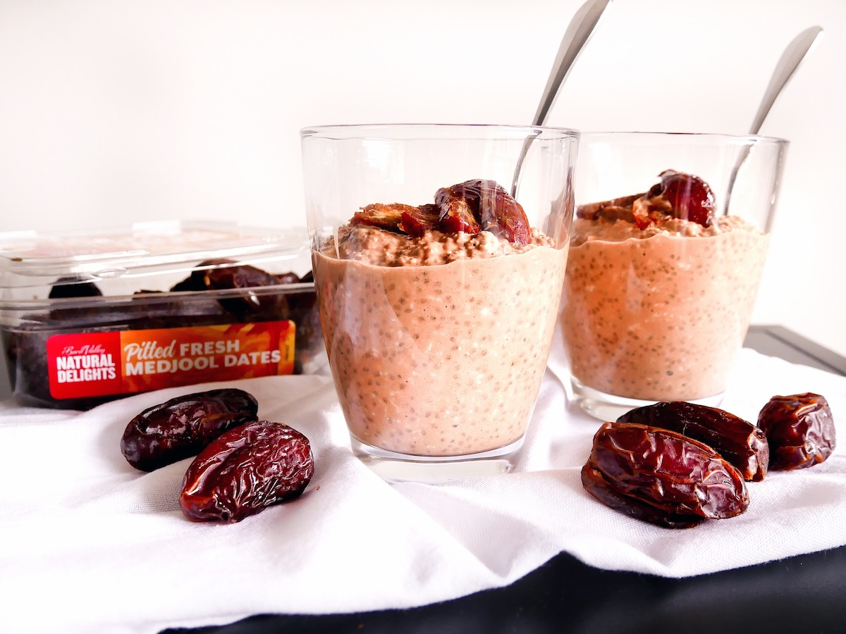 "Aveia durante a noite com chocolate adoçada com datas do Medjool ""class ="" wp-image-1670 ""srcset ="" https://www.rfhb.com.au/wp-content/uploads/2019/08/Chocolate-Medjool-Date-Overnight- Oats-01.jpg 1200w, https://www.rfhb.com.au/wp-content/uploads/2019/08/Chocolate-Medjool-Date-Overnight-Oats-01-80x60.jpg 80w, https: // www.rfhb.com.au/wp-content/uploads/2019/08/Chocolate-Medjool-Date-Overnight-Oats-01-313x235.jpg 313w, https://www.rfhb.com.au/wp-content /uploads/2019/08/Chocolate-Medjool-Date-Overnight-Oats-01-768x576.jpg 768w, https://www.rfhb.com.au/wp-content/uploads/2019/08/Chocolate-Medjool- Date-Overnight-Oats-01-513x385.jpg 513w, https://www.rfhb.com.au/wp-content/uploads/2019/08/Chocolate-Medjool-Date-Overnight-Oats-01-265x198.jpg 265w, https://www.rfhb.com.au/wp-content/uploads/2019/08/Chocolate-Medjool-Date-Overnight-Oats-01-696x522.jpg 696w, https://www.rfhb.com .au / wp-content / uploads / 2019/08 / Chocolate-Medjool-Date-Overnight-Oats-01-560x420.jpg 560w ""tamanhos ="" (largura máxima: 1200px) 100vw, 1200px"